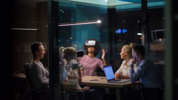 Virtual and augmented reality expected to be mainstream in businesses by 2021